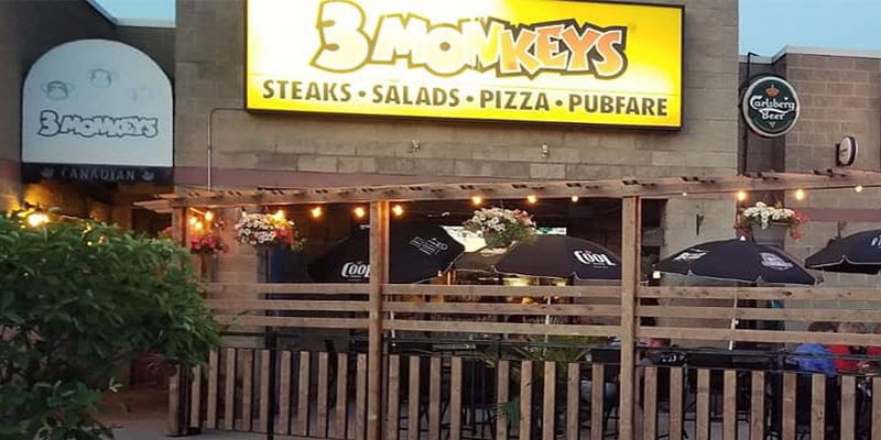 3 Monkeys Bar & Grill Scarborough Patio